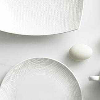 New year refresh: how to set a simple white table 3 ways